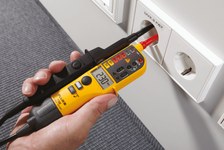 FLUKE_T130_03 bei elektrischen Geräten und Anlagen