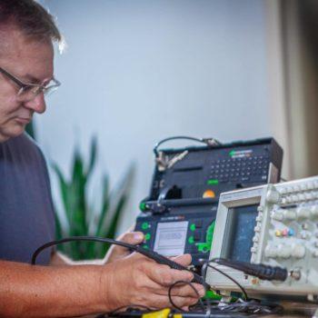 Prüfung ortsveränderlicher Geräte wer darf prüfen Prüfer
