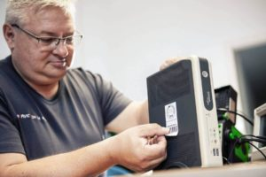 Elektrogeräte prüfen lassen Prüfaufkleber