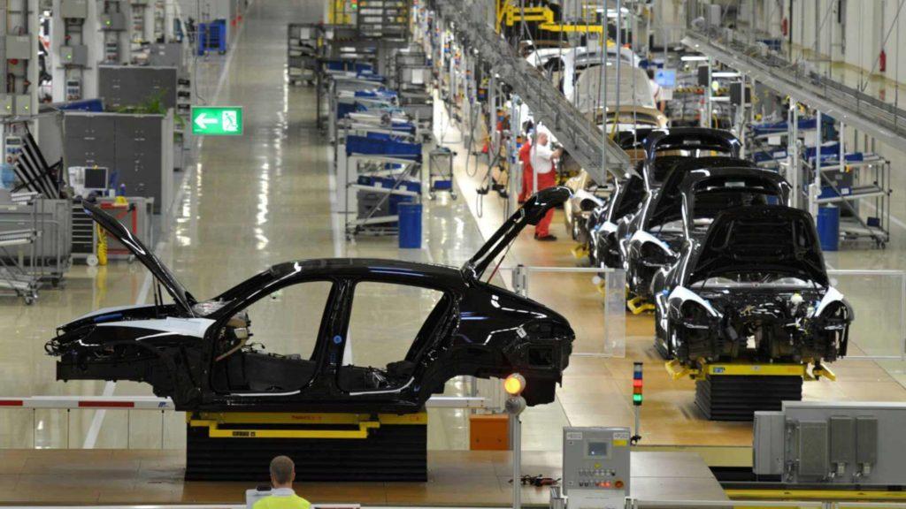 E+Service+Check GmbH führt die Prüfung elektrischer Anlagen beispielsweise in der Automobilbranche durch