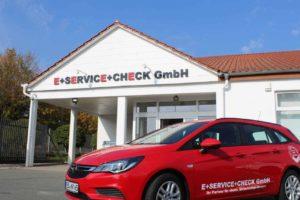 Prüfung von Technik im Unternehmen Service Check