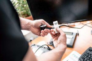 Überprüfung elektrischer Geräte in Chemieparks Prüfaufkleber