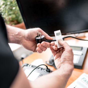 Prüfung ortsveränderlicher elektrischer Betriebsmittel für Elektrofachkräfte Prüfaufkleber