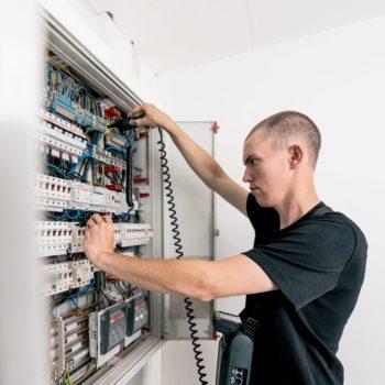 Prüfung ortsfester elektrischer Anlagen und Wiederholungsprüfung von Maschinen e-check