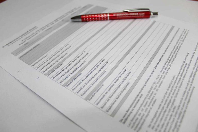 Geräte prüfen im Büro Prüfbericht