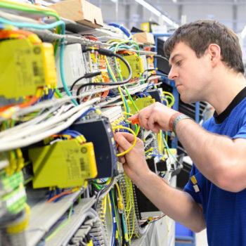 Prüfung ortsfester elektrischer Anlagen und Wiederholungsprüfung von Maschinen Schaltschränken