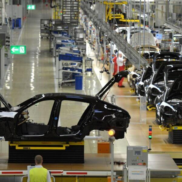 Die Prüfung elektrischer Anlagen beispielsweise in der Automobilherstellung durchgeführt von E+Service+Check GmbH