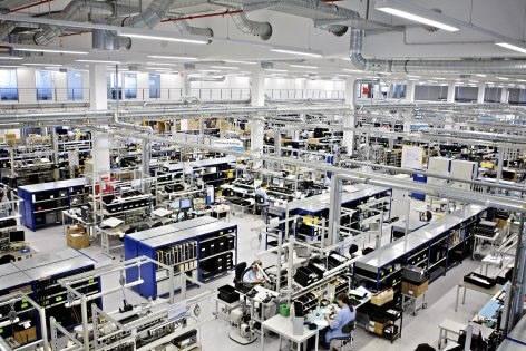 Die Prüfung elektrischer Anlagen bei Produktions u. Industriebetrieben führen erfahrene Mitarbeiter von E+Service+Check GmbH während des laufenden Betriebs durch!