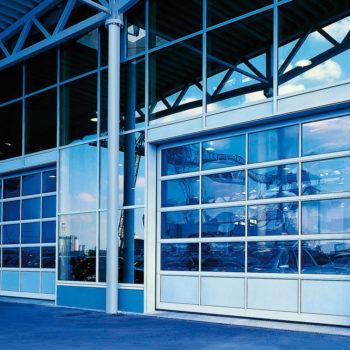 Die Prüfung kraftbetätigter Türen und Tore durch E+Service+Check um Unfallgefährdungen zu vermeiden